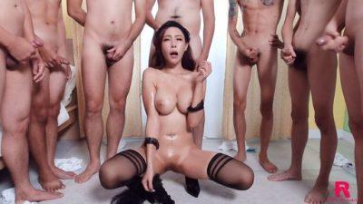 นางแบบมาถ่ายหนังavจีน กับผู้ชายถึง 9 คนเธอจะสู้ไหวหรือป่าว